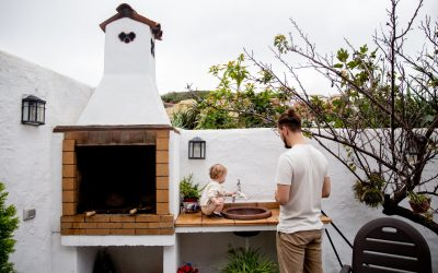 Cooking Outside: 3 Reasons to Add an Outdoor Kitchen to Your Home